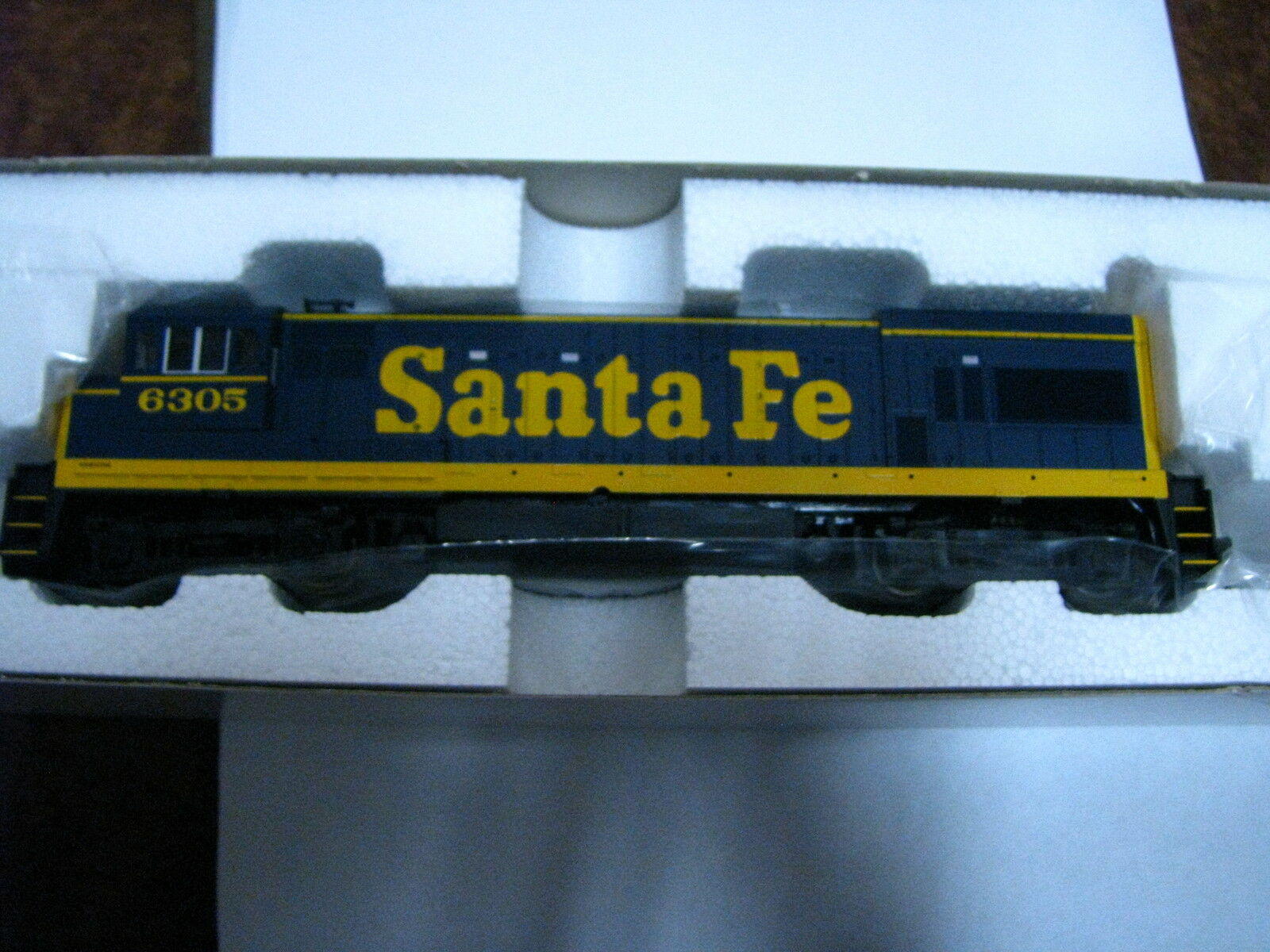 Atlas HO  8653 GE U23B  Santa Fe