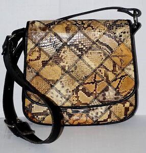 807446a5e0 Sac à main style besace en cuir de python d'élevage en patchwork ...