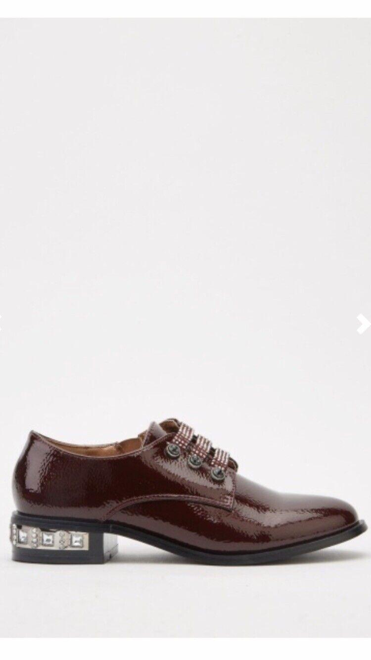 Vine Red Brogue Stud Heel Ladies/ Girls Zip Court Shoes Size 4 Shiny