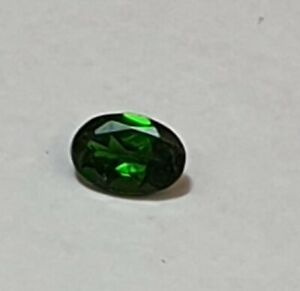0-49-Carat-Chromdiopsid-aus-Russland-Ovalschliff-AAA-Qualitaet-6-x-4-mm