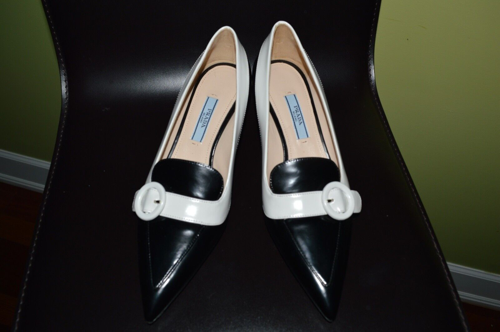 PRADA mostra POINTED TOE CALF CLASSIC  PUMPS nero  BIANCO TRIM SZ -35  US -5  80% di sconto