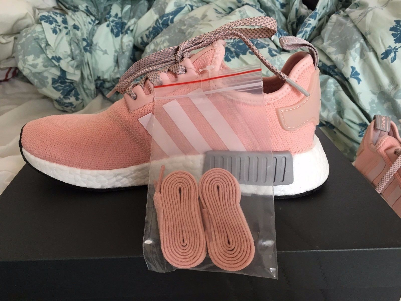 NEW Adidas Womens BY3059 NMD R1 Shoes Running - Vapour Pink / Running Shoes White / Aluminum 03f330