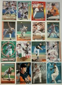 MIKE-MUSSINA-LOT-of-32-insert-rookie-RC-base-cards-1992-99-HOF-Orioles-Metal-NM