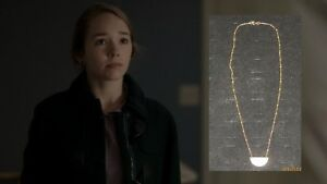 THE-AMERICANS-PAIGE-HOLLY-TAYLOR-PRODUCTION-WORN-JEWELRY-NECKLACE-A1