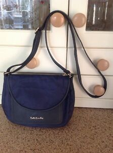 abbd14eeef8f Image is loading GREAT-BETTY-BARCLAY-NAVY-NYLON-MESSENGER-BAG-USED-
