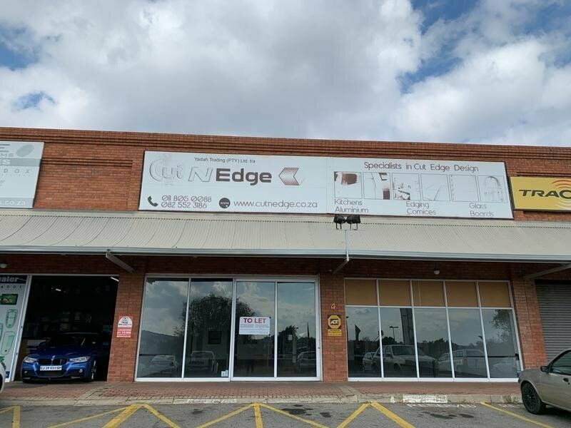 THE POND SHOPPING CENTRE : PRIME DISTRIBUTION CENTRE / RETAIL SPACE TO LET IN MIDRAND !