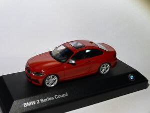BMW-serie-2-coupe-2er-series-F22-au-1-43-de-Minichamps