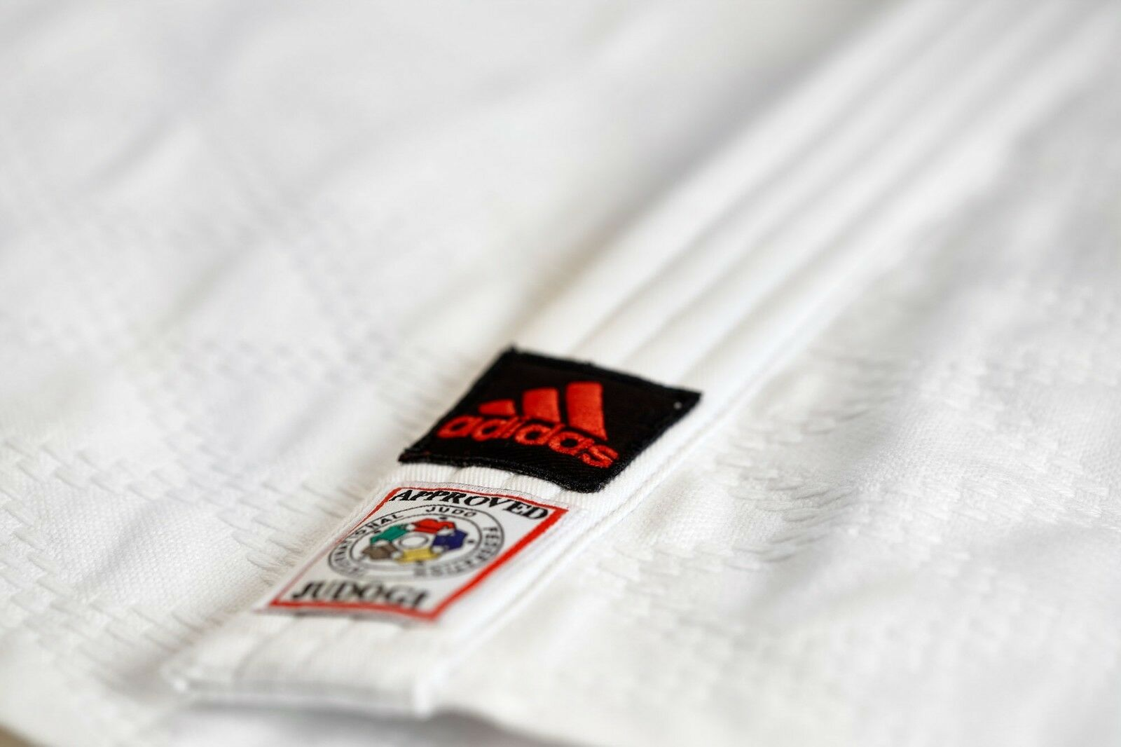 Adidas Judoanzug    CHAMPION II  IJF, weiß rote Streifen, JIJF - Judo-Anzug    Haltbar    Wir haben von unseren Kunden Lob erhalten.    Elegant  f536af