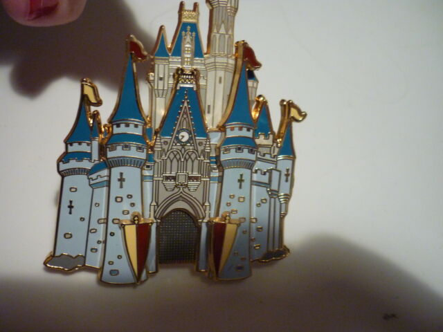 JUMBO DISNEY MAGIC KINGDOM CAST MEMBER EXCLUSIVE  CASTLE RARE FIND PERFECT SHAPE