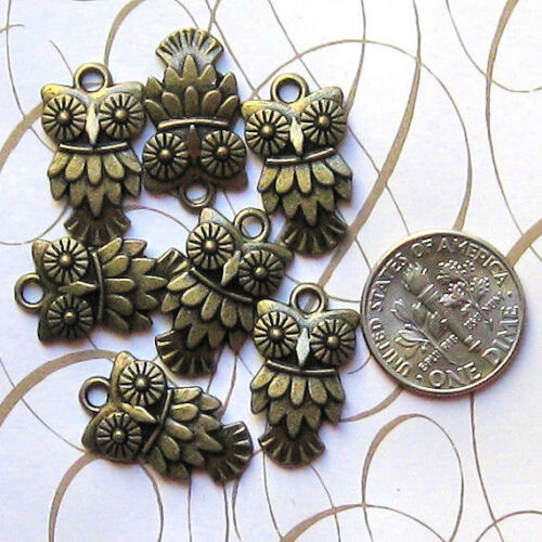 BULK 40 Owl Charms Antique Bronze Tone BC058