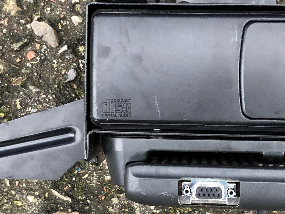 Audi 4B0 035 111, CD-skifter