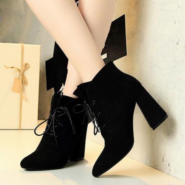 Bottes chaussures pour femmes basses talons aiguilles 9 cm noir comme cuir CW734
