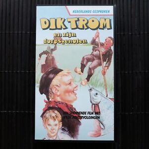 DIK-TROM-EN-ZIJN-DORPSGENOTEN-VHS-ZWART-WIT