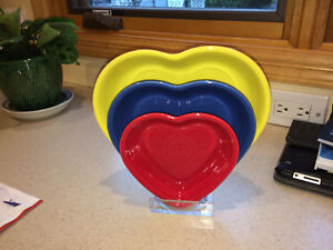 RACK-FOR-3-FIESTA-HEART-BOWLS-PLEXIGLASS-SHOW-YOUR-RINGS