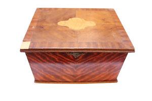 Vecchi, piccoli cassetta in legno con Intarsie