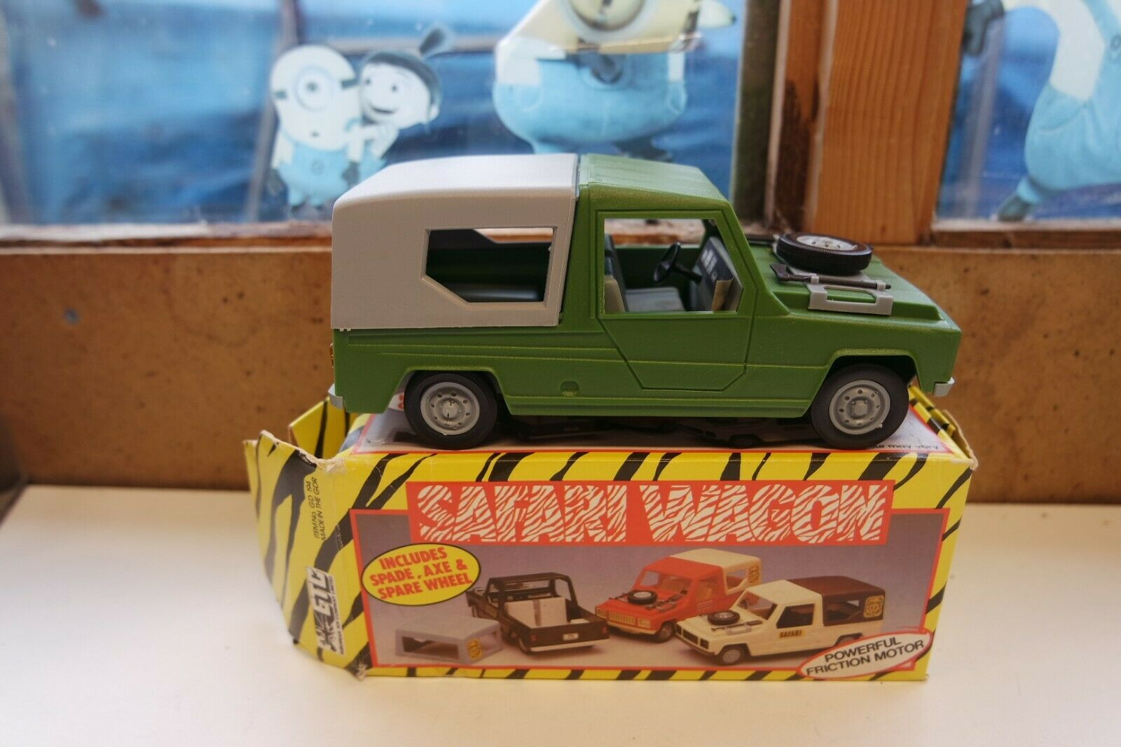 RENAULT RODEO 6 Safari Wagon Large Plastique friction jouet etc Made in GDR 1 20