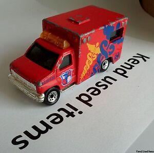 LESNEY MATCHBOX Ford ambulance 1996 red 1:80 7,5cm DIE CAST METAL