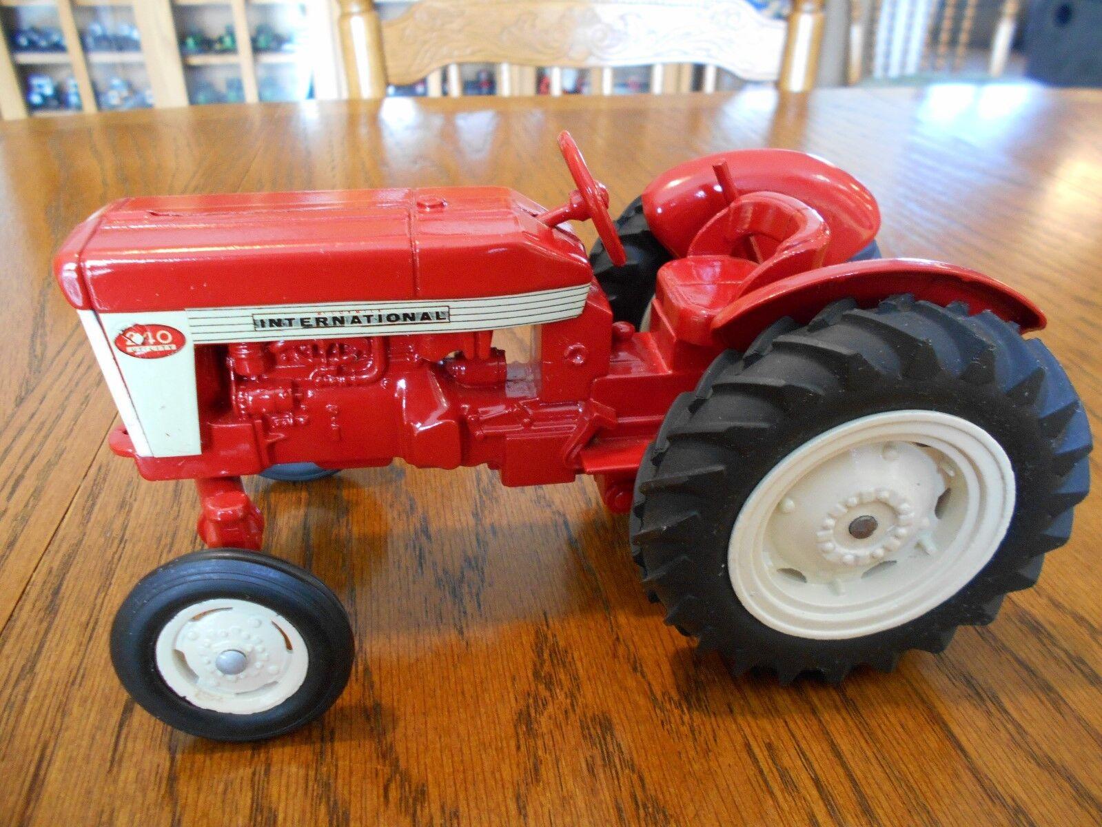 Vintage 1958 ERTL échelle 1 16 International 240 utilitaire tracteur   magasin vente sortie