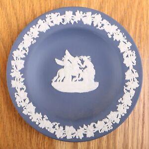 Wedgwood-Jasperware-Dark-Blue-Small-Round-Plate-Horse