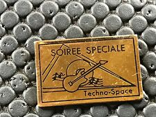 pins pin BADGE MUSIQUE MUSIC GUIARE TECHNO SPACE