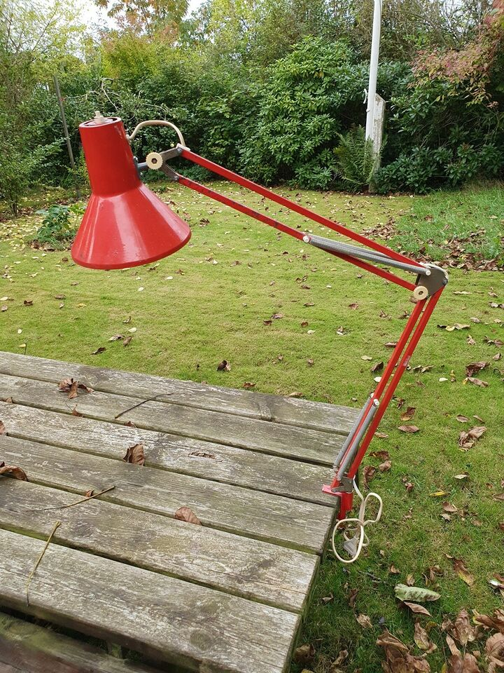 Arkitektlampe, LB (Lyskær Belysning)