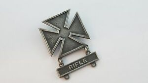 Marked sterling G1. Vintage military pin award medal It is a WWII marksman Maltese cross with a wreath