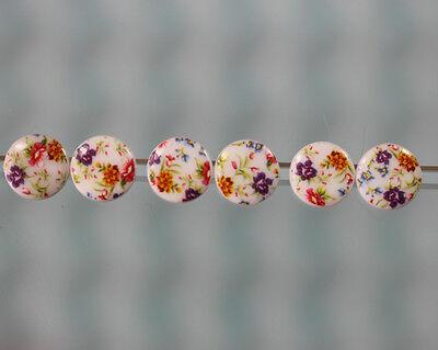 ** 6 hübsche Kinderknöpfe mit bunten Blüten - wohl ab 2010 **