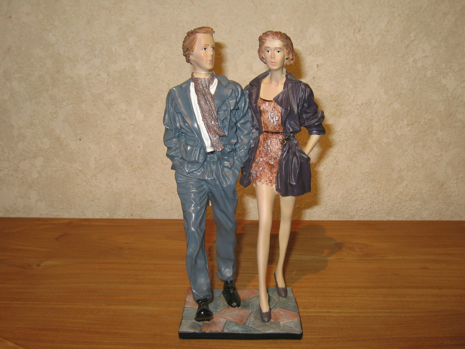 NEW Posture Figurine Couple  Going Out  H.25cm Décor Elisa