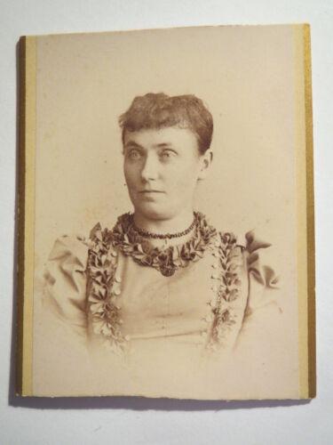 Detmold - Frau im Kleid - Portrait / CDV