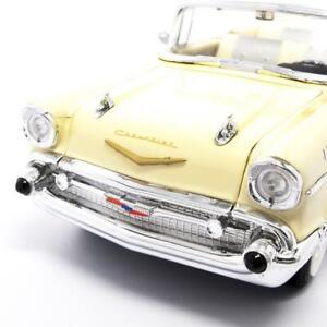 1957 CHEVROLET BEL AIR CONVERIBLE CREAM 1:18 MODEL CAR BY ROAD SIGNATURE 92108