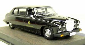 Eon-1-43-Scale-James-Bond-007-Daimler-Limousine-Casino-Royale-Diecast-Model-Car