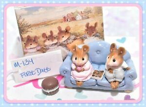 Wee-Forest-Folk-M-134-First-Date-Valentine-Blue-Couch-Sofa-Retired-WFF-Mice