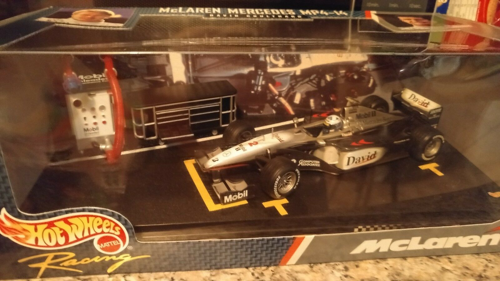 1 24 HOT WHEELS PITSTOP DAVID COULTHARD WEST MCLAREN MERCEDES 1999 BRAND NEW