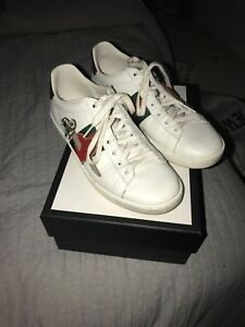 b2cc7545e1c2 Image is loading AUTHENTIC-GUCCI-SNEAKERS-WITH-ARROW-THROUGH-HEART-DESIGN-
