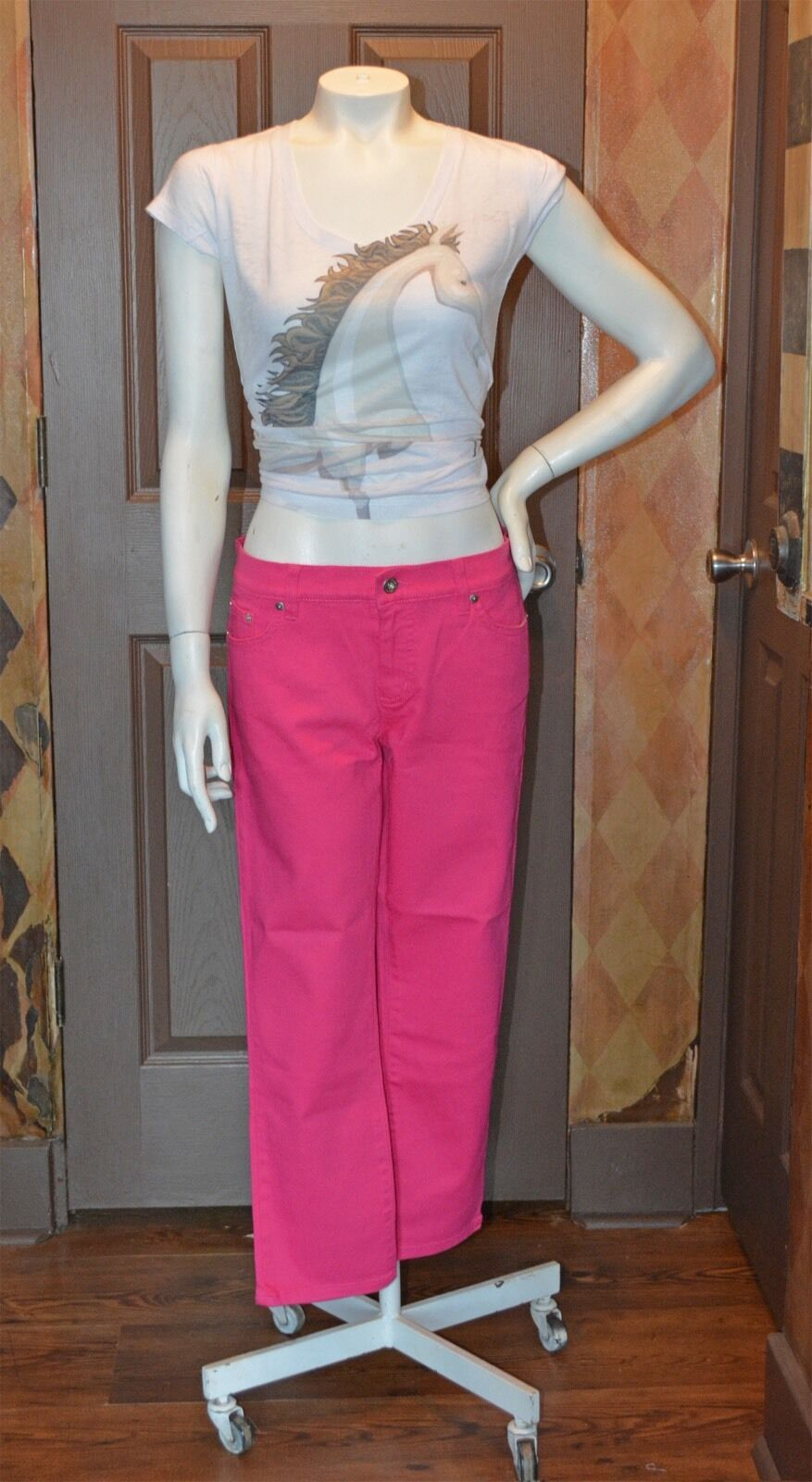 BRIGHT PINK ANKLE LENGTH RALPH LAUREN JEANS  NEW WITH TAGS  SIZE 8