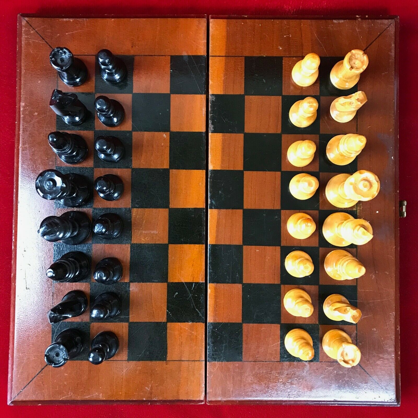 Vintage Voyage  bois chess set pliable Board Case 32 sculpté à la main pieces  magasin en ligne