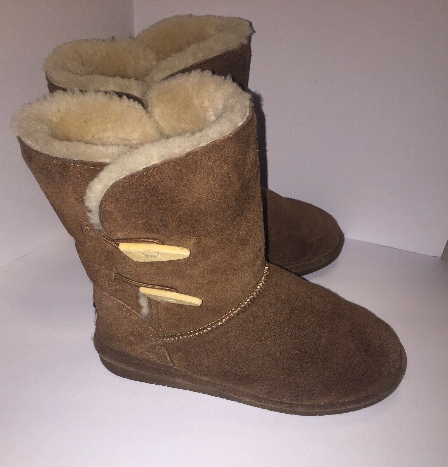 BEARPAW  Brown ABIGAIL Wood Button Shearling Lined BOOTS Women's Size 8 Leather