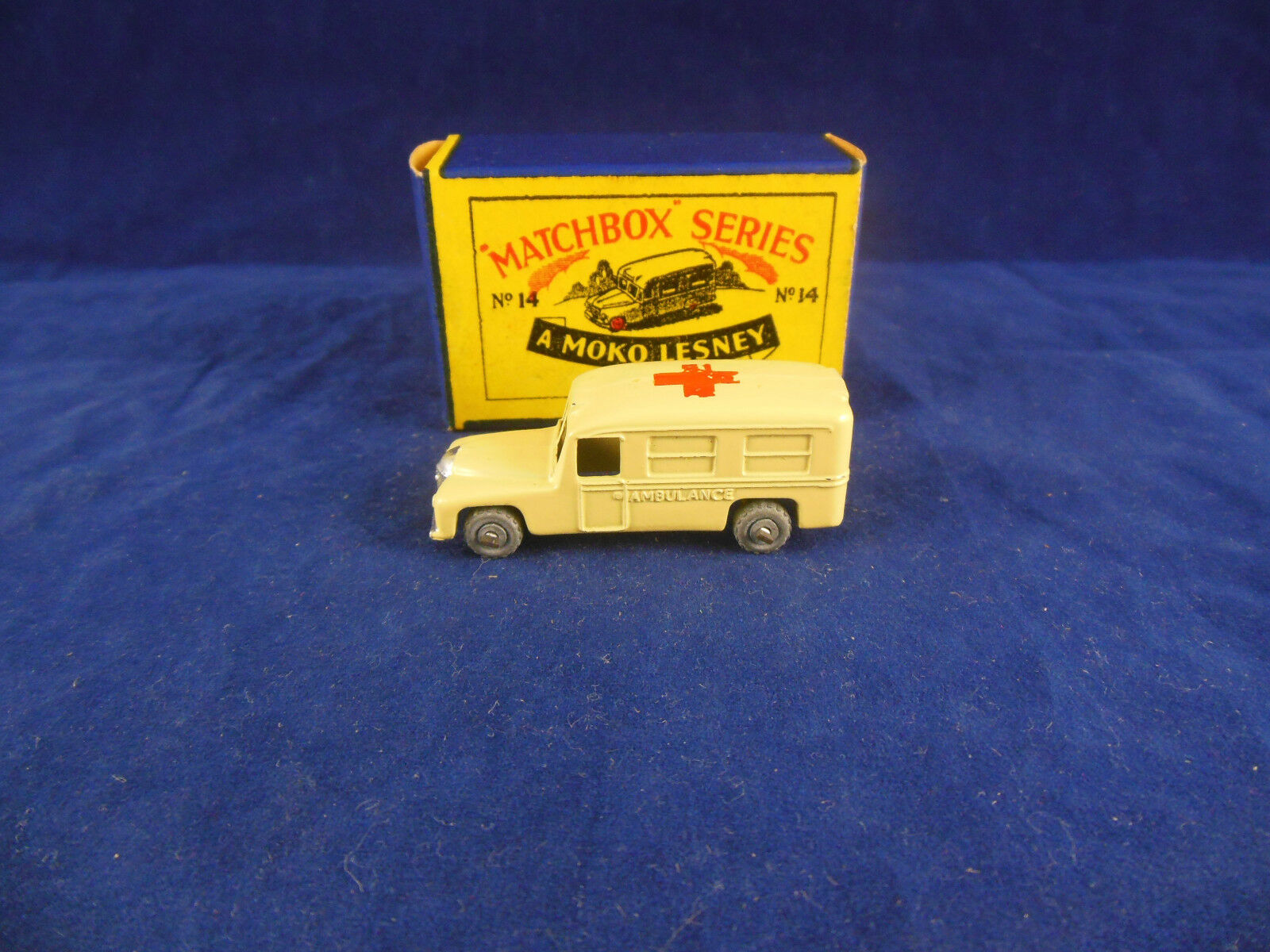 Matchbox Series no.14a Daimler Ambulance in Cream Red Cross Original & Superb