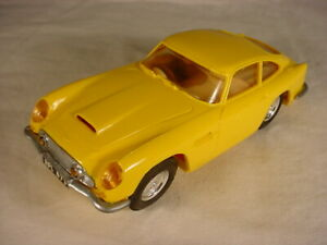 Copy-Vintage-French-Scalextric-Aston-Martin-DB5-Yellow-C68-mint-1-32-scale-rare