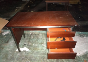 Bureau en bois agenté