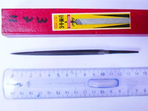 #11 Lime Triangle  UMAS   10  cm  grain 3