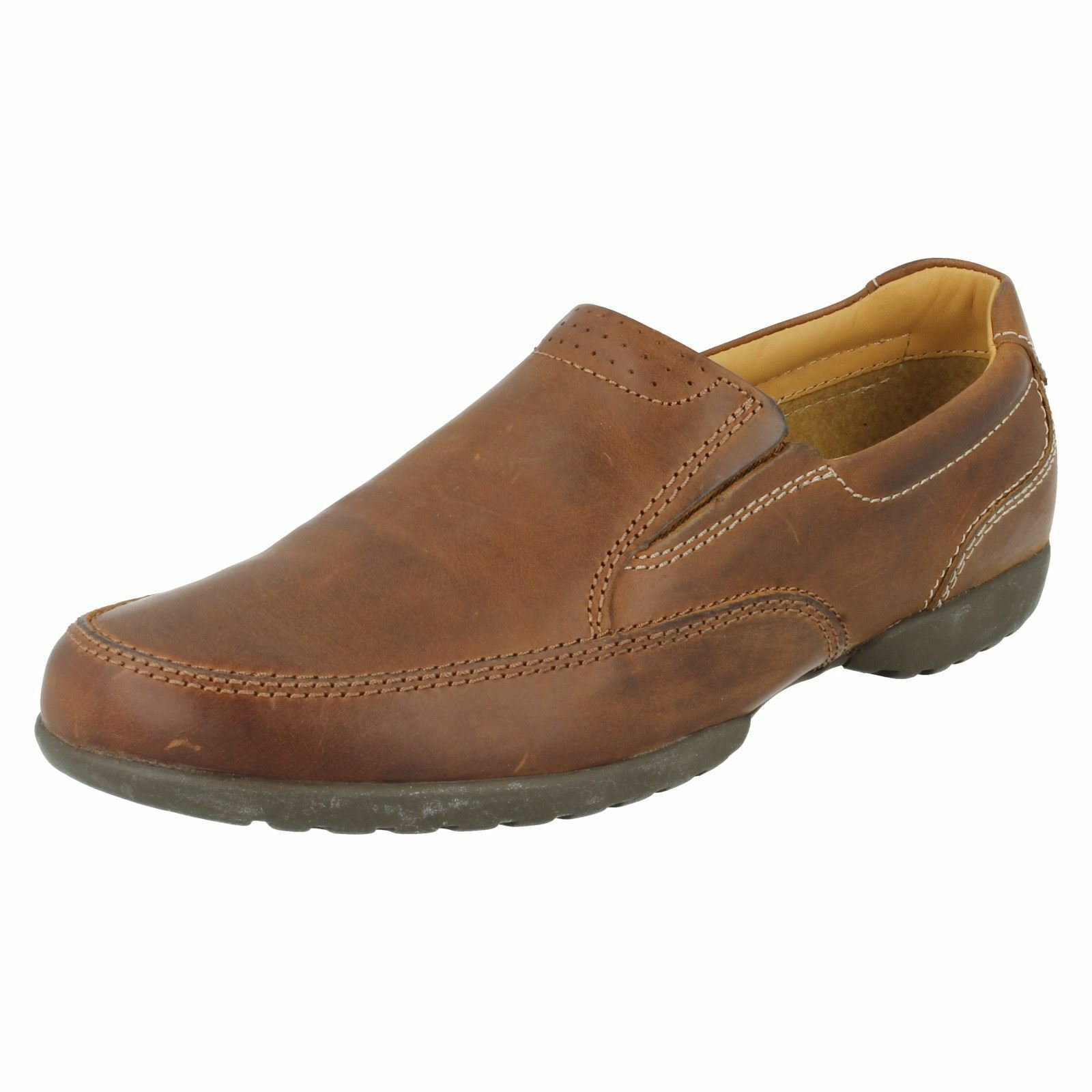 CLARKS RECLINE FREE TAN SLIP ON SHOES