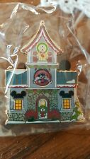 """Department 56 North Pole Village Mickey/'s Pin Traders Lighted House 8.18/"""""""