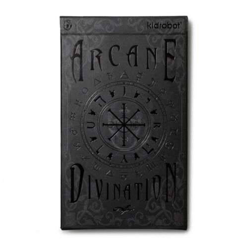 KIDROBOT EXCLUSIVE arcane divinatoire tarot cartes J Ryu Scellé
