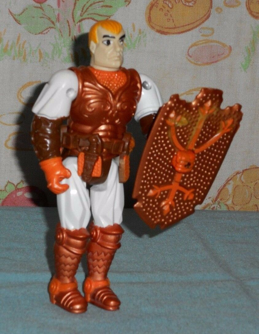Vintage Advanced Dungeons & Dragons AD&D MANDOOM figure with belt & shield  ljn