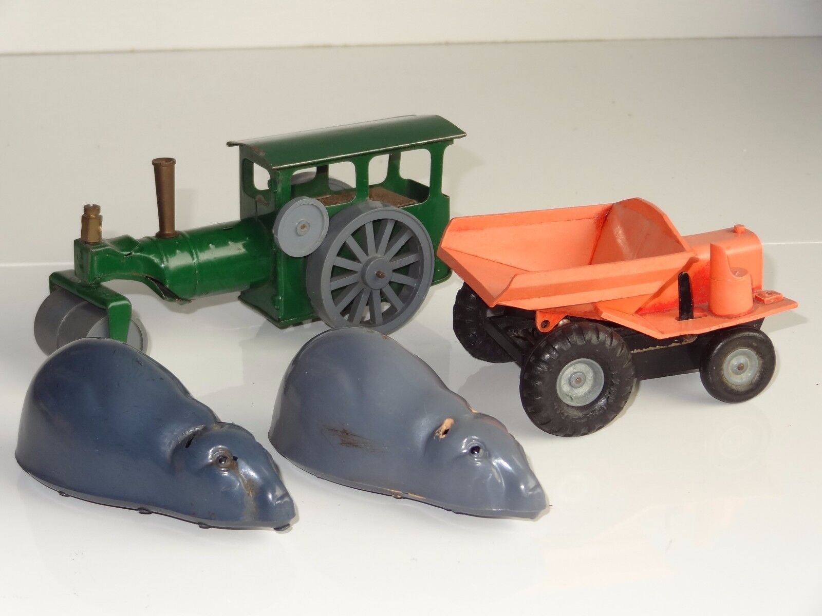 (W) triang minic LOT 4 TINPLATE PLASTIC DUMPER ROLLER MOUSE