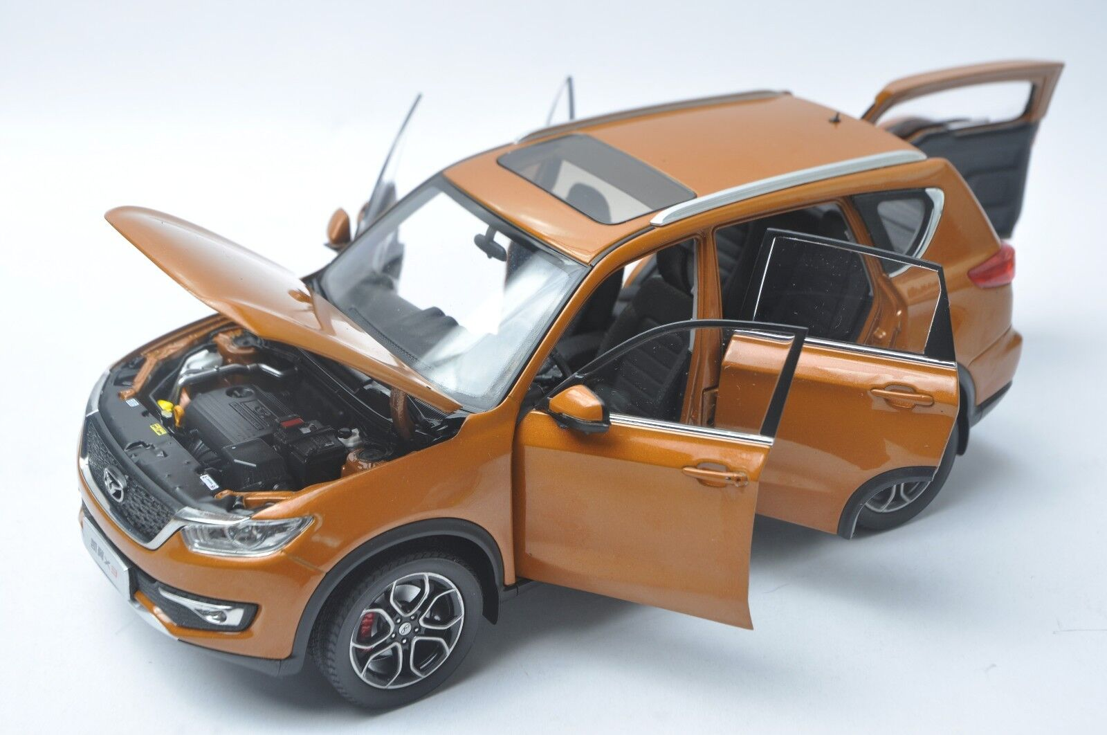 Dongfeng Dongfeng Dongfeng Kaiyi X3 car model in scale 1 18 orange d0a814