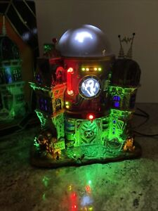 Rare Ghost Containment Building ~ 2013 Lemax Spooky Town Retired