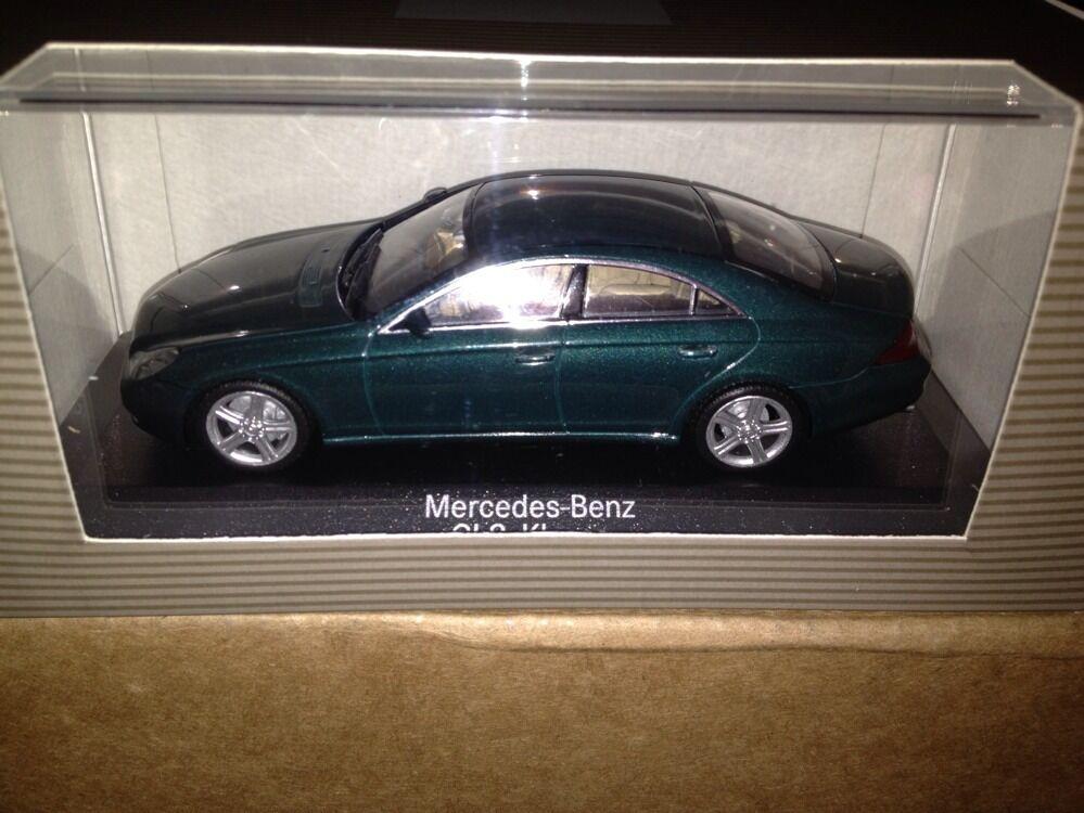 MINICHAMPS MERCEDES CLS vert 1 43  Dealer Edition  qualité de première classe