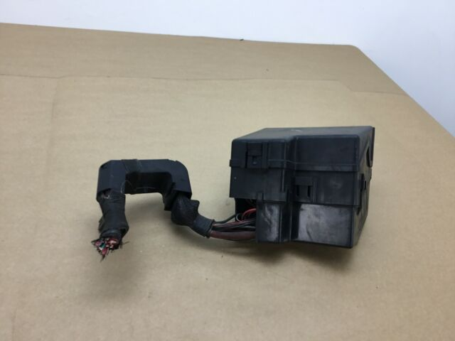 Lincoln Ls 3 9l Under Hood Fuse Relay Box 2003 2004 2005 2006    1